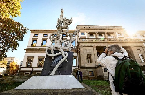 Stuttgarter Rat streitet um Präsentationsort: Lenk nimmt S-21-Skulptur an Bodensee