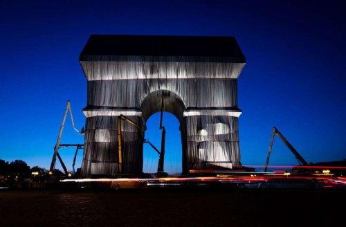 Christo und Jeanne-Claude: Pariser Triumphbogen ist verhüllt