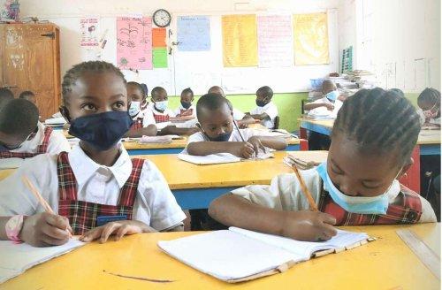Corona: Schule in Afrika: Warum die Maske nicht vor Armut schützt