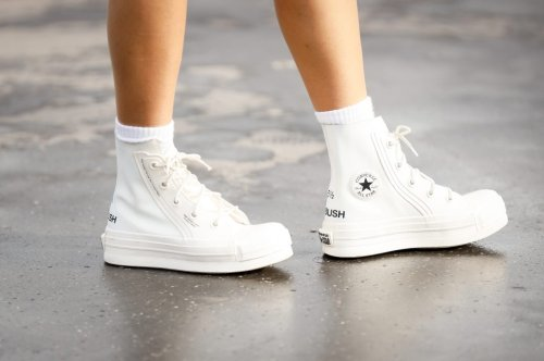 8 Tipps für strahlend weiße Sneaker – mit Video-Anleitung