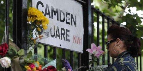 Amy Winehouse : à Londres, les fans affluent pour lui rendre hommage, 10 ans après sa mort