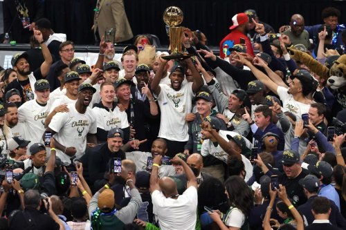 Vidéos. États-Unis : Milwaukee bat Phoenix à domicile et devient le nouveau champion NBA