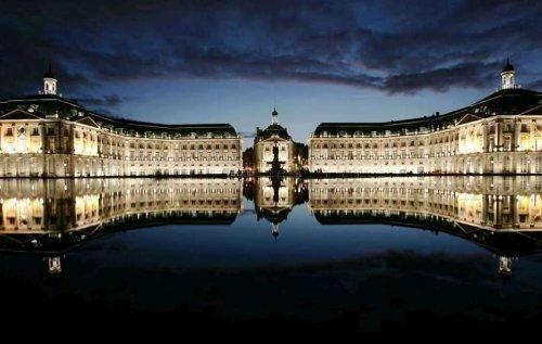 Bordeaux : trois ados arrêtés pour un vol au miroir d'eau