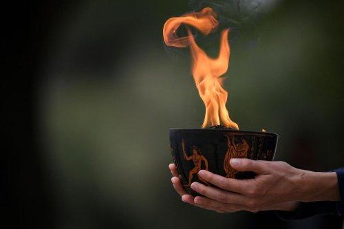 JO d'hiver de Pékin : la flamme olympique de nouveau allumée sans spectateurs