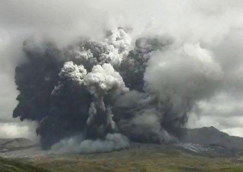 Vidéo. Japon : le volcan Aso est entré en éruption