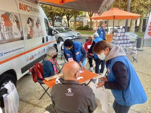 Dordogne : ils distribuent des tensiomètres pour prévenir les AVC