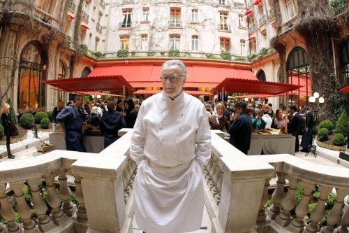 Gastronomie : à Paris, le chef le plus étoilé au monde Alain Ducasse évincé du Plaza Athénée