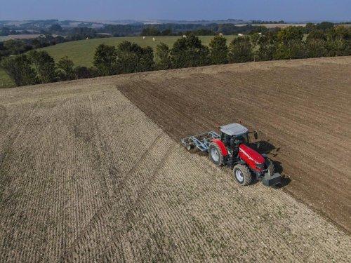 « C'est fou » : l'embarras du monde agricole face à la flambée des engrais