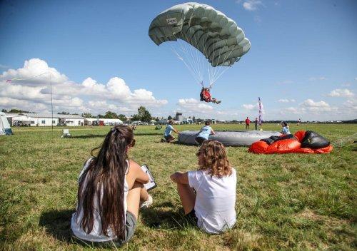 En images : les championnats de France de parachutisme à Agen
