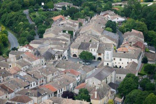 Castillonnès : La municipalité renonce aux plaintes et apaise le débat