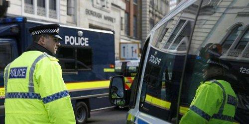 Londres : une femme portant un tee-shirt Charlie Hebdo attaquée au couteau