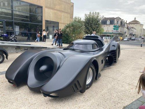 Périgueux : Pourquoi une Batmobile se trouvait place Francheville ?