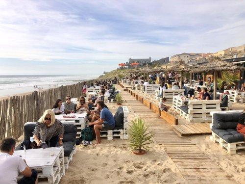 Les spots de l'été en Gironde : au Sunset Café de Lacanau, les pieds dans le sable, les yeux dans l'eau