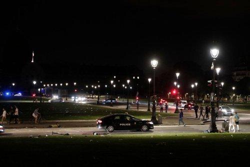 Paris : des centaines de jeunes réunis pour une fête sauvage aux Invalides, la police intervient