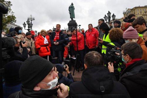 Russie : l'opposition manifeste contre des fraudes « colossales » aux législatives