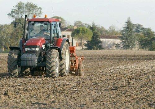 Lot-et-Garonne : un homme perd la vie en labourant son champ