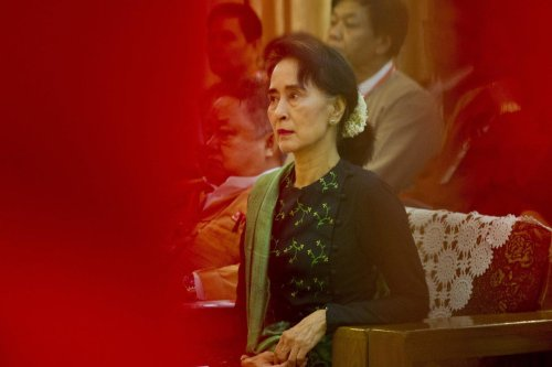 Birmanie : l'ex-dirigeante Aung San Suu Kyi inculpée pour corruption
