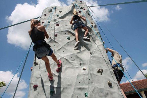 Mont-de-Marsan : une journée de découverte de l'escalade pour les jeunes autistes
