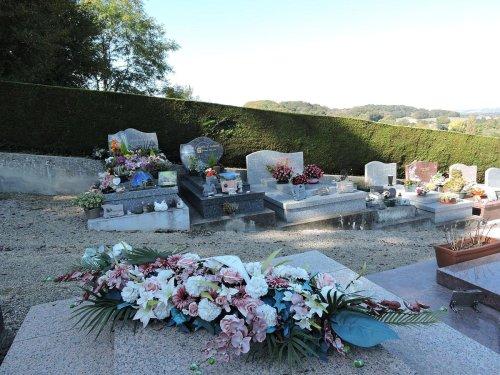 Béarn : la tombe de leur fils vandalisée pour la troisième fois, des parents abasourdis