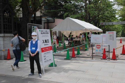 Covid-19 : nouveau record de cas de à Tokyo, des restrictions étendues dans le pays