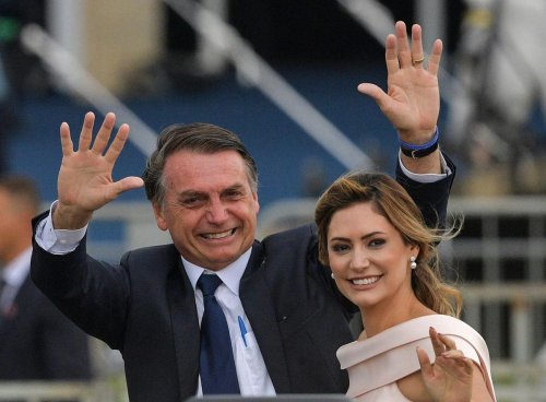 Brésil : l'épouse de Jair Bolsonaro a été vaccinée aux États-Unis, les critiques pleuvent