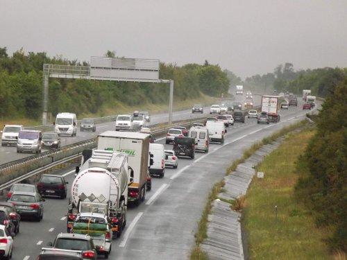 Saint-Martial-de-Mirambeau (17) : une collision sur l'A 10 provoque plusieurs kilomètres d'embouteillages