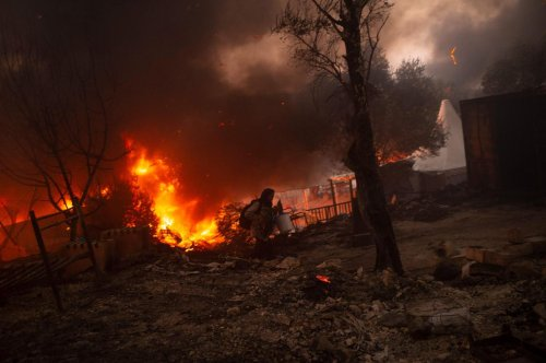 Incendie dans le camp de Lesbos en Grèce : quatre Afghans condamnés à dix ans de prison
