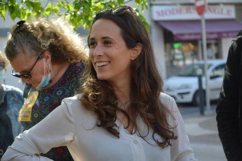 La candidate LFI/NPA aux régionales, Clémence Guetté, en visite à Dax