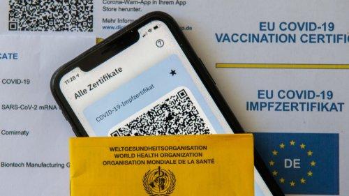 Coronavirus in Bayern:Oberfranken: Menschen erschleichen sich Impf-QR-Codes
