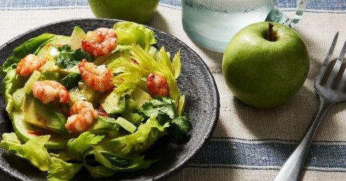 Rezept für einen Salat mit Avocado, Sellerie und Garnelen
