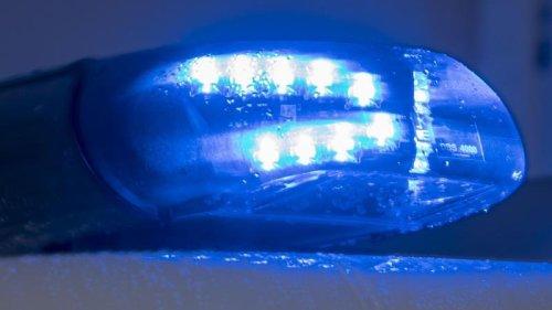 Kriminalität - Neustrelitz:Einbrecher-Auto kollidiert mit Streifenwagen