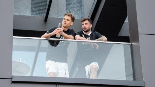 FC Augsburg:Party auf der Dachterrasse