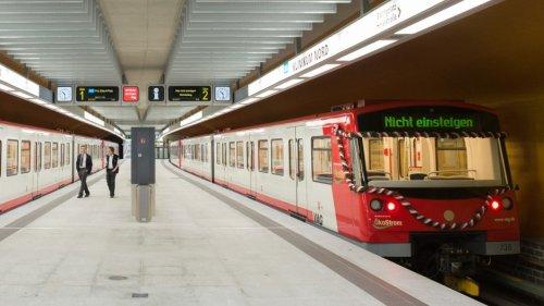 Nürnberg:Mann schleudert Hammer in U-Bahn - Passagiere erleiden Schock