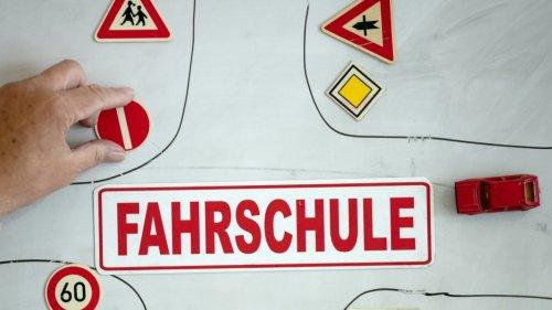 Landkreis Kulmbach:Unfall während der Prüfung - Fahrschüler besteht trotzdem