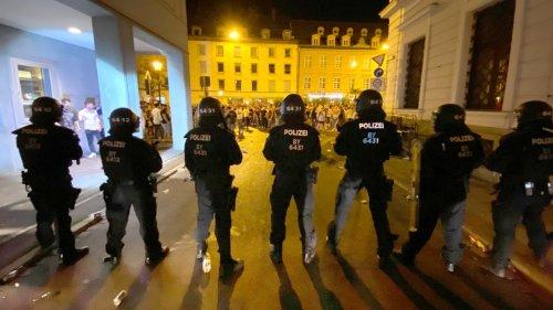 Ausschreitungen nach EM-Spiel:Augsburg verschärft Regeln in der Innenstadt nach Krawallnacht