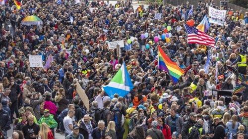 Querdenker-Demo in Baden-Württemberg: Pandemie-Leugner feiern Jubiläum