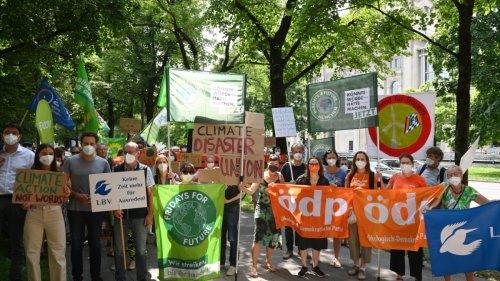 """Demonstration gegen Klimapolitik:""""Wir haben genug Bäume umarmt"""""""
