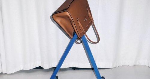 Wie man Handtaschen entrümpelt