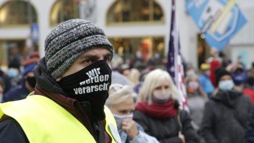 Corona-Leugner:Münchner Querdenker-Szene radikalisiert sich zunehmend