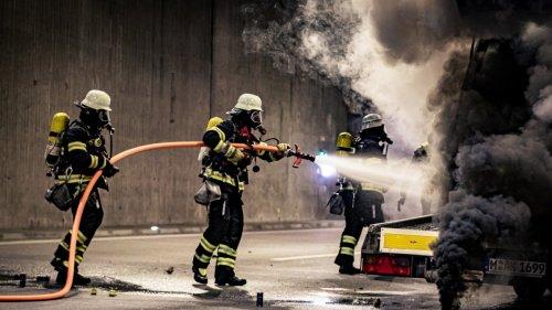 Übung der Feuerwehr:Ein Knall - und der ganze Tunnel ist voller Rauch