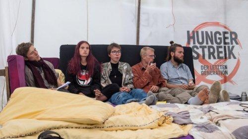 Berlin:Klimaaktivistinnen brechen Hungerstreik ab