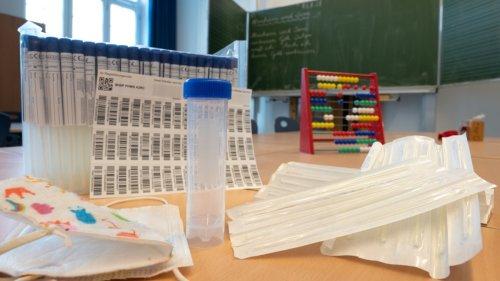 Coronavirus-Newsblog für Bayern:Schulleiter wütend: Pooltests ab Montag unrealistisch