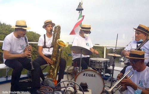 Gite musicali sul Tevere a Fiumicino - Sulle Strade del Mondo