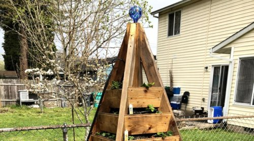How to Build the Tesla of Raised Bed Planters, The Strawbelisk - Sunset Magazine