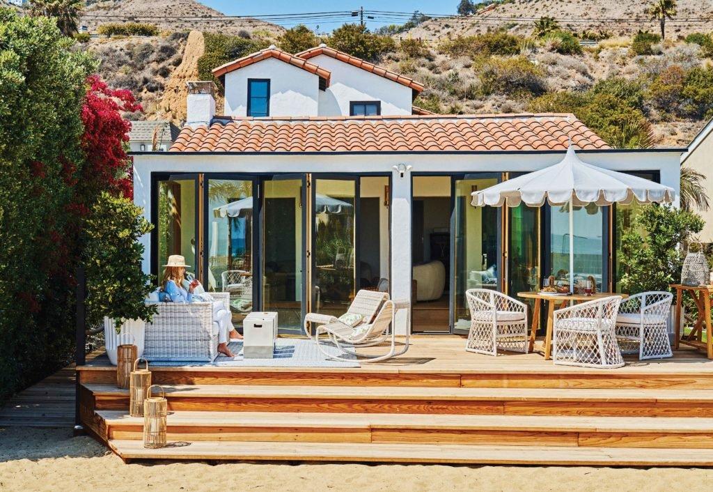 Beach-Proof Outdoor Furniture Enhances Malibu Retreat - Sunset Magazine