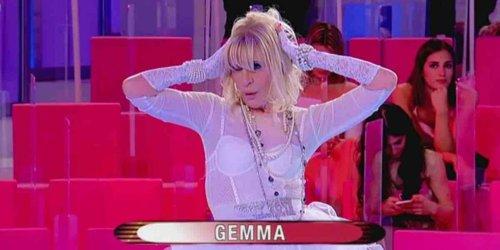 Uomini e Donne, Gemma come Madonna: la sfilata sulle note di Like a Virgin | Video Witty Tv