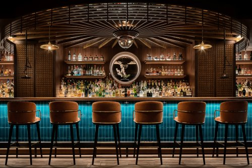 In Hong Kong, a Bar that Channels Japanese Gardens and Kabuki Theater Umbrellas – SURFACE