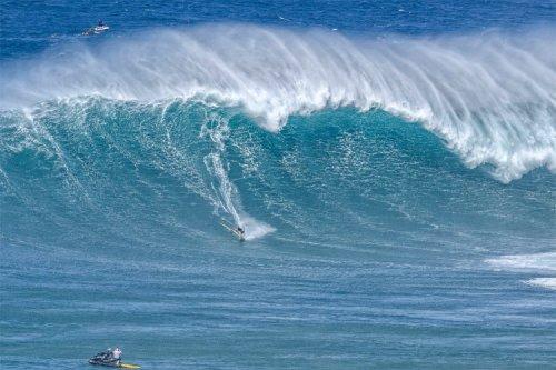 Zane Schweitzer claims 2020/2021 IWT Big Wave Awards