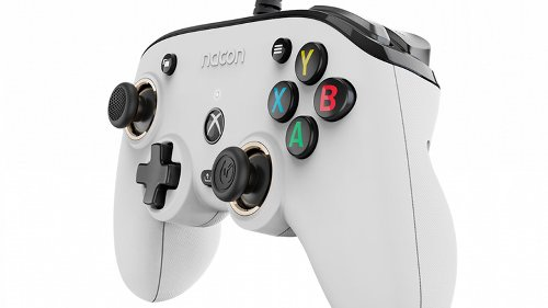 This Compact Series X Controller Costs $50. Is It Worth It?