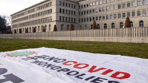 Sous pression pour suspendre les brevets des vaccins anti-Covid, la Suisse résiste
